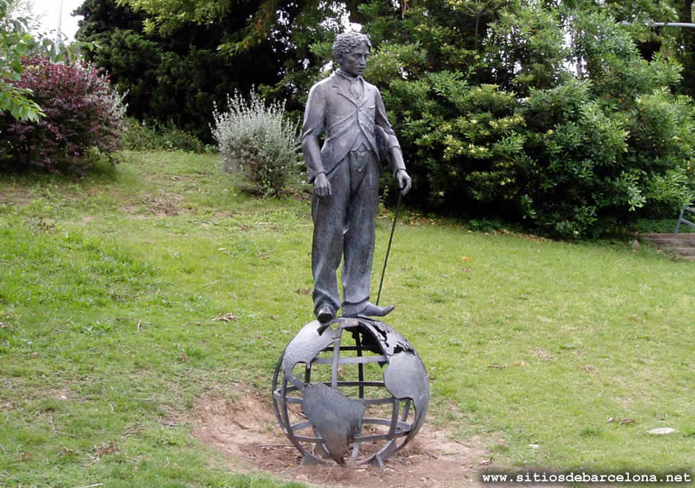 Monumento a charles chaplin sitios de barcelona for Jardines de joan brossa