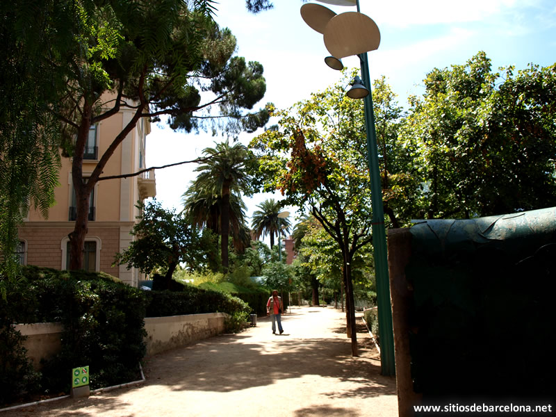 Ofelia ahogada sitios de barcelona for Farolas de jardin